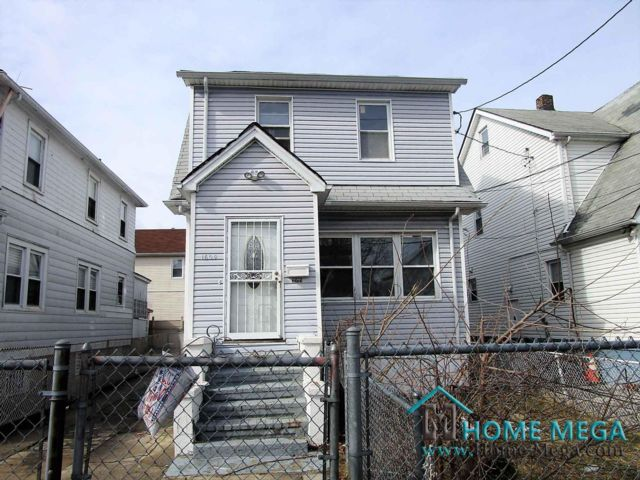 3 BR,  3.00 BTH  style home in Baychester