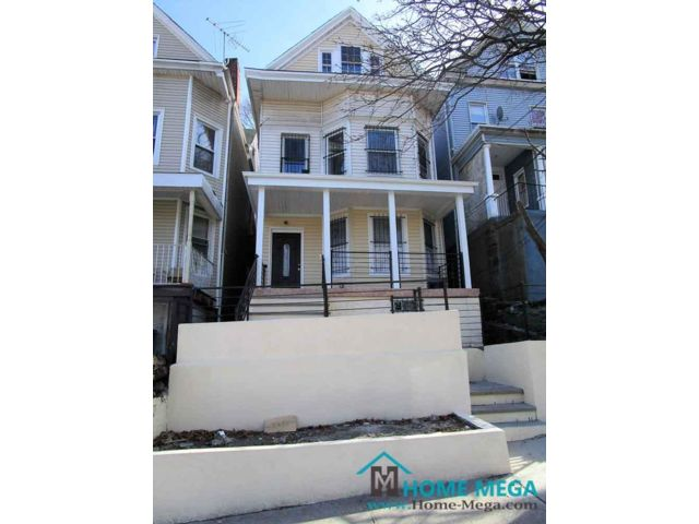8 BR,  3.00 BTH  style home in Bronx