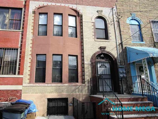 8 BR,  4.50 BTH  style home in Bronx