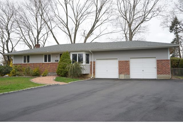 4 BR,  2.00 BTH  Ranch style home in Commack