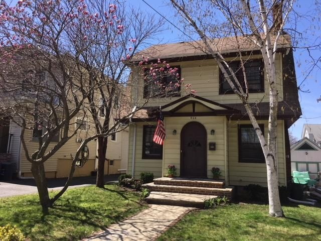 4 BR,  2.00 BTH Colonial style home in West Brighton