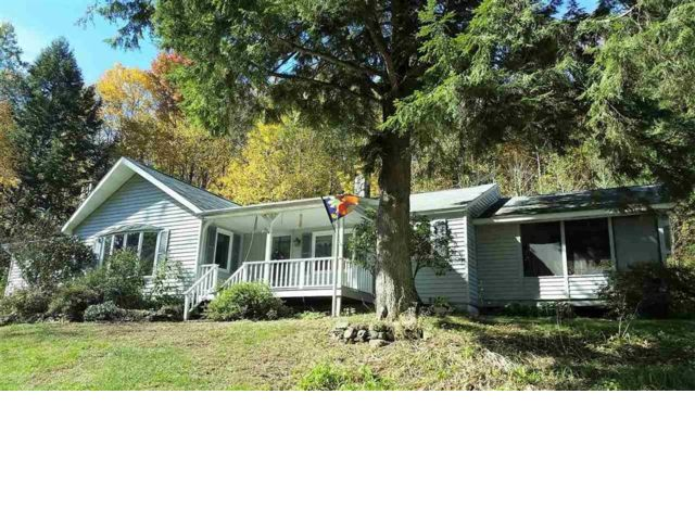 3 BR,  3.00 BTH Ranch style home in Roscoe