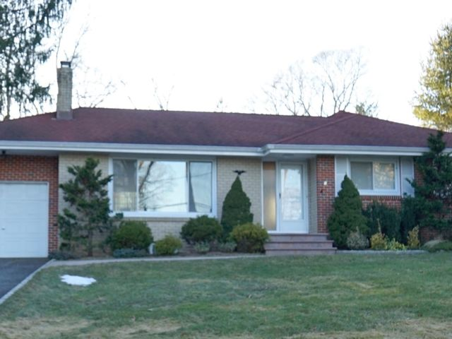 3 BR,  2.00 BTH Ranch style home in Dix Hills