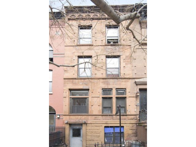12 BR,  4.00 BTH   style home in New York