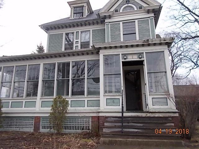 4 BR,  3.00 BTH Victorian style home in Oneonta