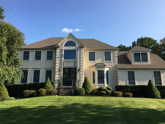 7 BR,  4.00 BTH Colonial style home in Medford
