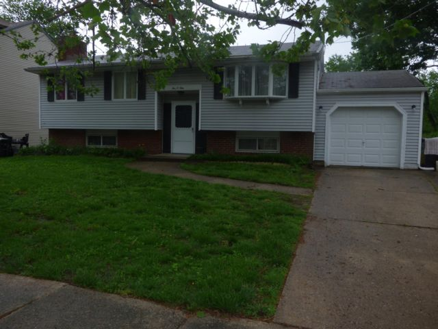 3 BR,  1.50 BTH  Bi-level style home in Clementon