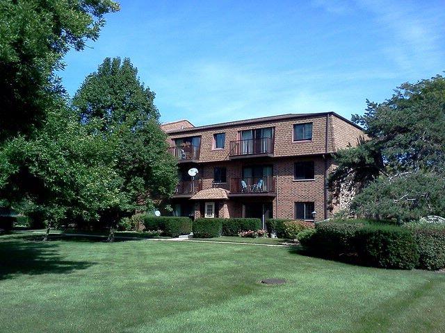 3 BR,  1.50 BTH Condo style home in Mount Prospect