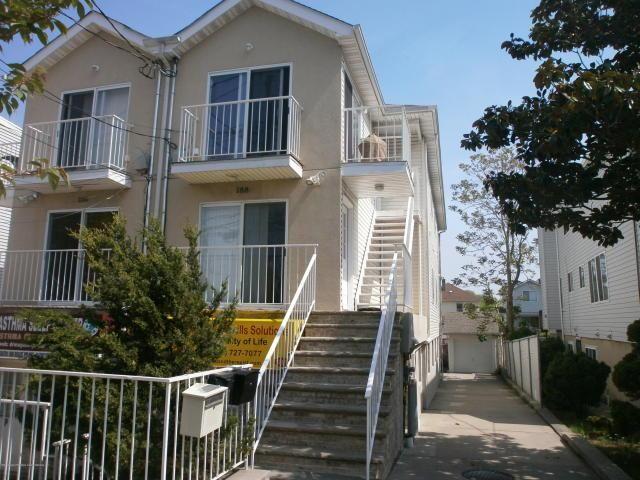 3 BR,  1.50 BTH Condo style home in Rosebank