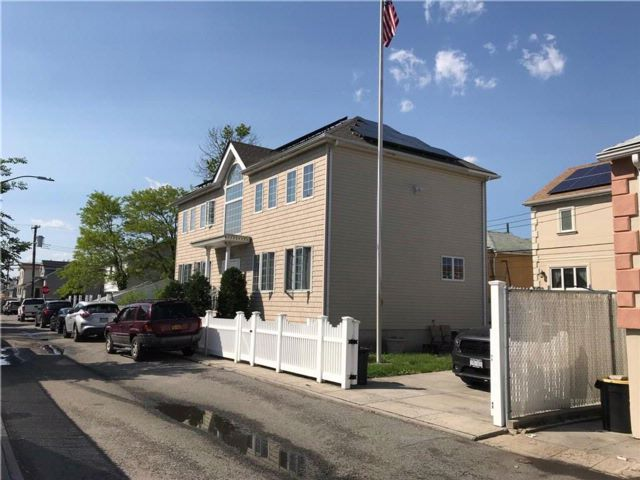 4 BR,  3.50 BTH  Single family style home in Gerritsen Beach