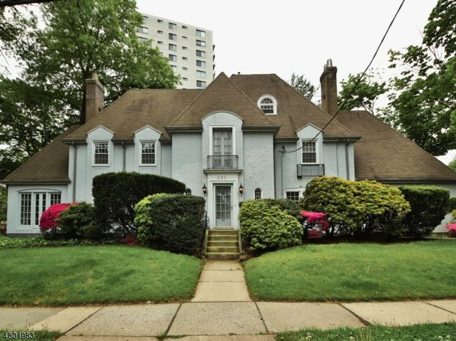 5 BR,  3.55 BTH  Colonial style home in Hackensack