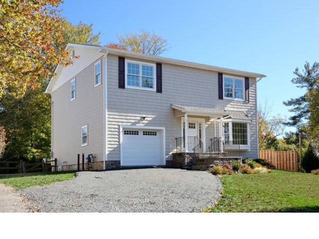 4 BR,  2.50 BTH Colonial style home in Piermont