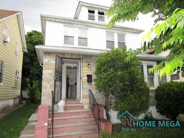 4 BR,  3.50 BTH 2 story style home in Saint Albans