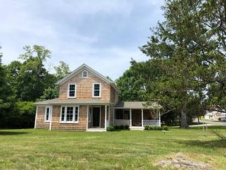 3 BR,  2.00 BTH  Farm house style home in Shelter Island