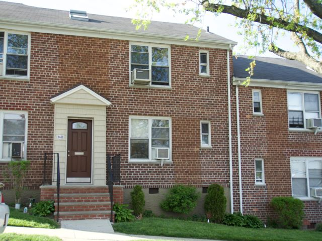 1 BR,  1.00 BTH Co-op style home in Bayside