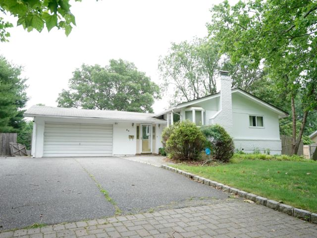 3 BR,  2.50 BTH  Ranch style home in Dix Hills