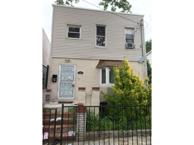 4 BR,  2.00 BTH   style home in East New York