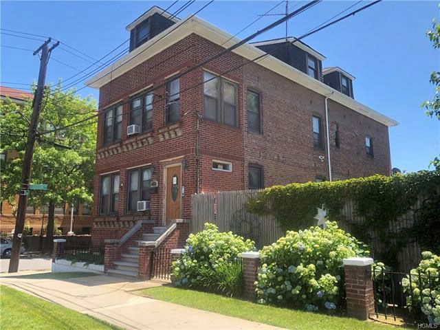 8 BR,  4.00 BTH  Other style home in Throggs Neck