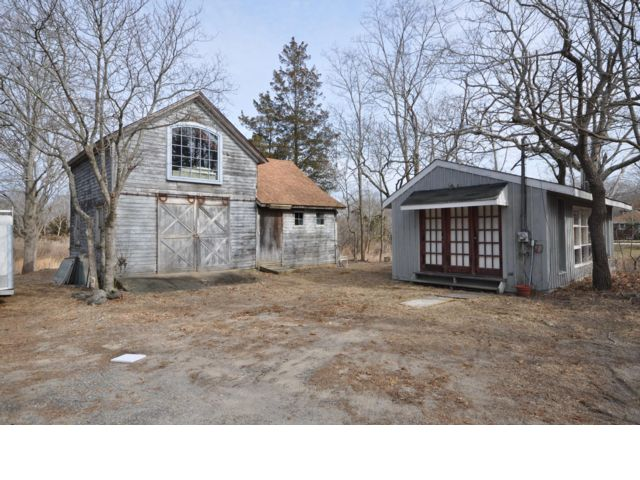 1 BR,  1.00 BTH  Barn style home in Sag Harbor