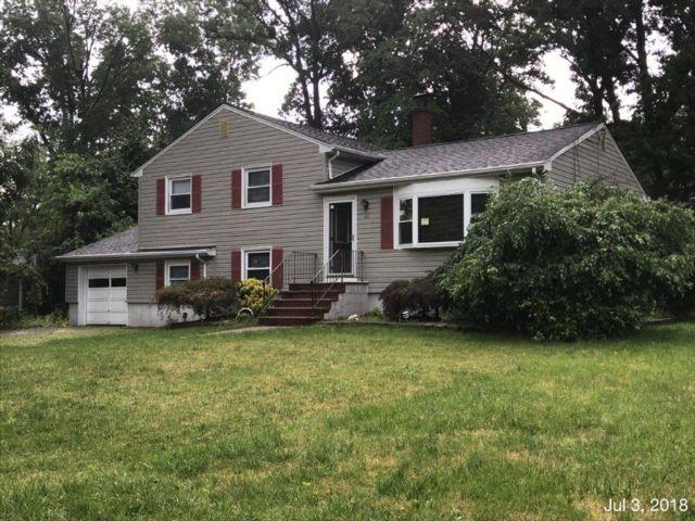 4 BR,  2.00 BTH  Split style home in Whippany