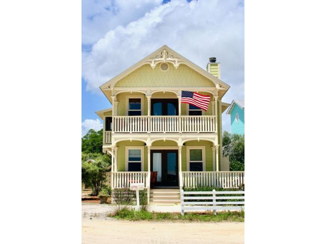 3 BR,  3.00 BTH Cottage style home in Santa Rosa Beach