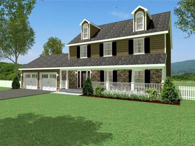 3 BR,  2.50 BTH Colonial style home in Rock Tavern