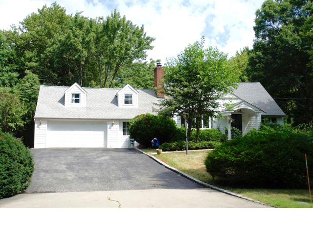 4 BR,  2.00 BTH  Cape style home in Dix Hills