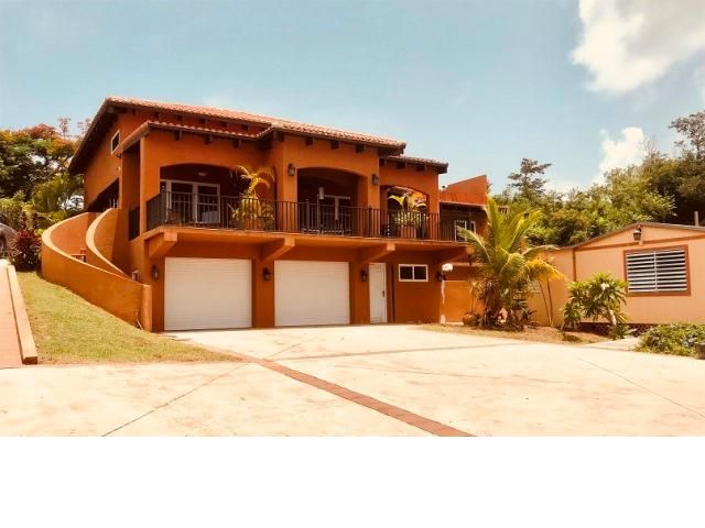 5 BR,  4.55 BTH   style home in Vieques