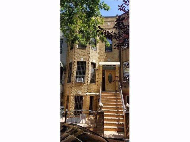 9 BR,  5.00 BTH Multi-family style home in Sunset Park