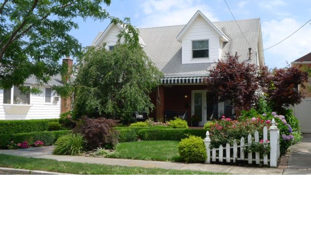 2 BR,  4.00 BTH Cape style home in Belle Harbor
