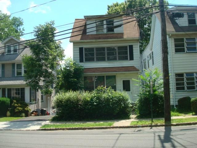 3 BR,  2.00 BTH 2 story style home in West Orange