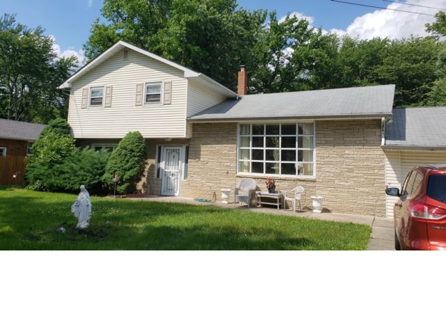 4 BR,  3.50 BTH Split-level style home in Cherry Hill