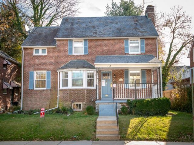 3 BR,  2.50 BTH Colonial style home in East Lansdowne