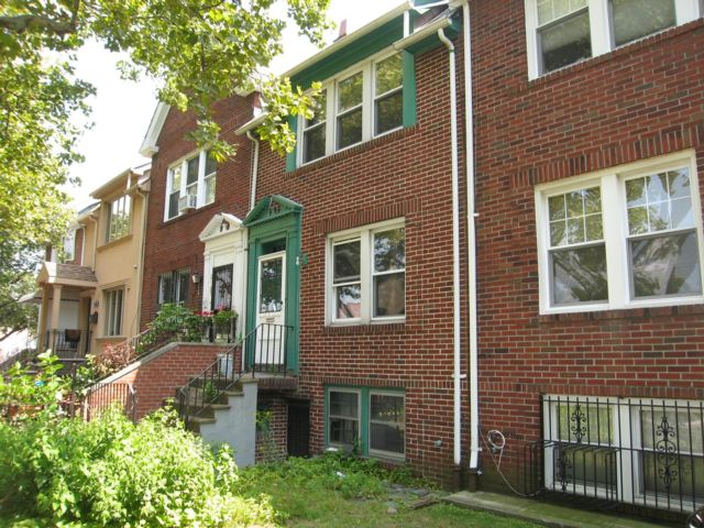3 BR,  1.50 BTH Townhouse style home in Astoria