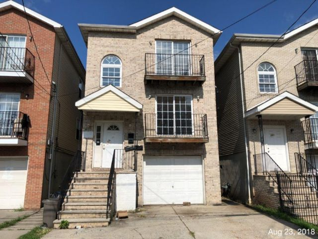4 BR,  4.50 BTH  Other style home in Newark