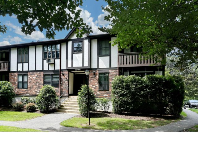 2 BR,  1.50 BTH  Condo style home in Valley Cottage