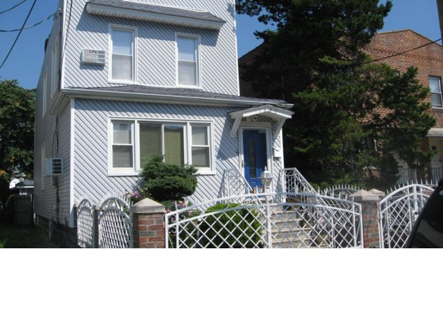 4 BR,  3.00 BTH  Ranch style home in Canarsie