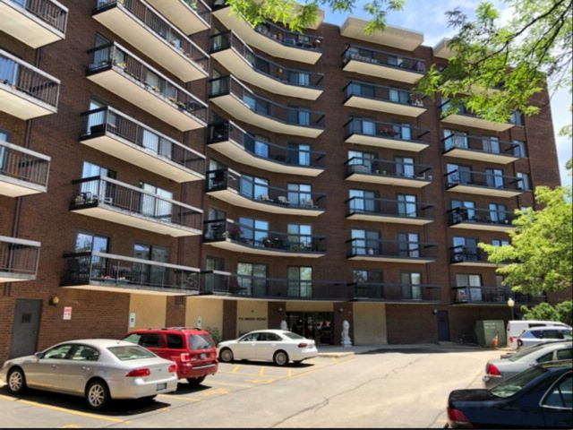 2 BR,  2.00 BTH  Condo style home in Des Plaines