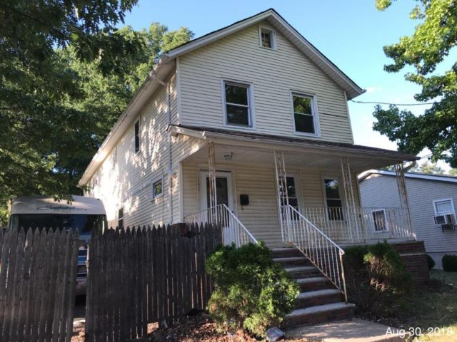 4 BR,  2.50 BTH  Colonial style home in Roselle