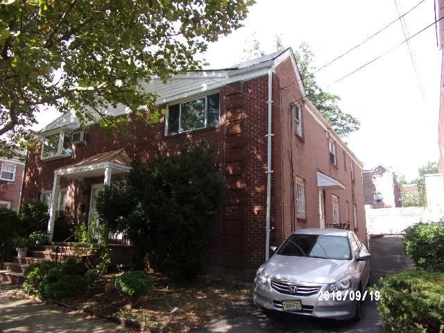 4 BR,  2.00 BTH 2 story style home in Newark