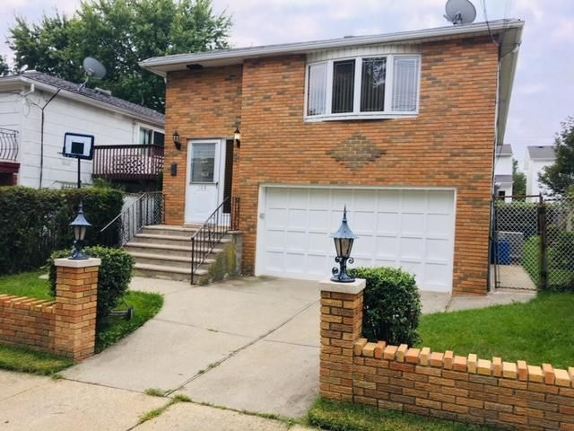 4 BR,  1.50 BTH Raised ranch style home in Eltingville
