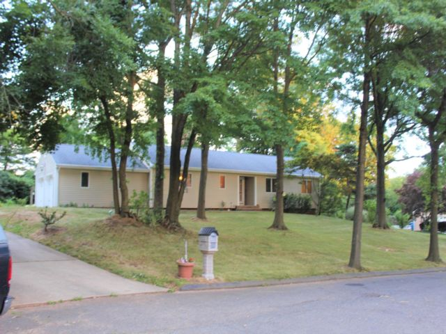 3 BR,  2.00 BTH Hi ranch style home in Bound Brook