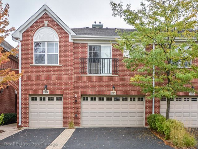 3 BR,  2.50 BTH  Condo style home in Northbrook