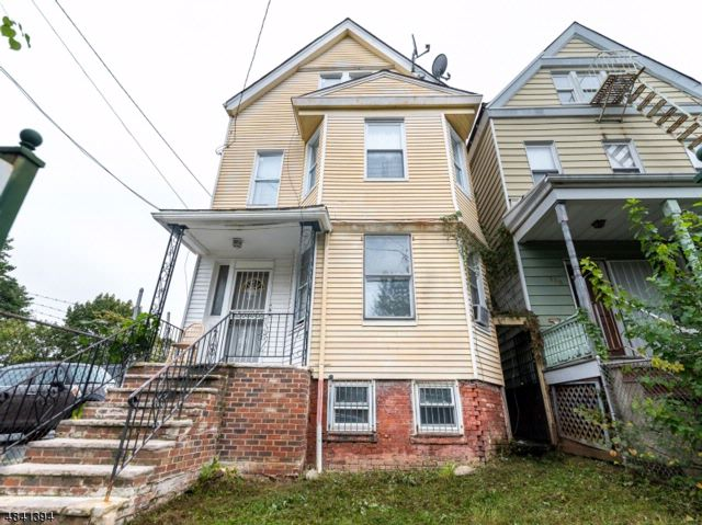 6 BR,  3.00 BTH  Multi-family style home in Newark
