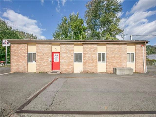 Studio,  0.00 BTH Commercial style home in Congers