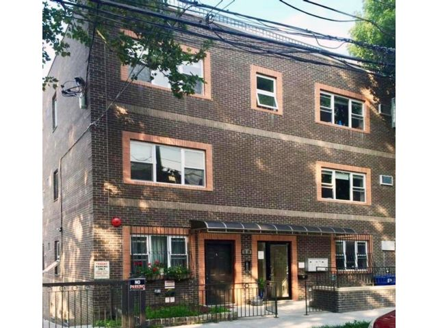 14 BR,  6.55 BTH   style home in Astoria