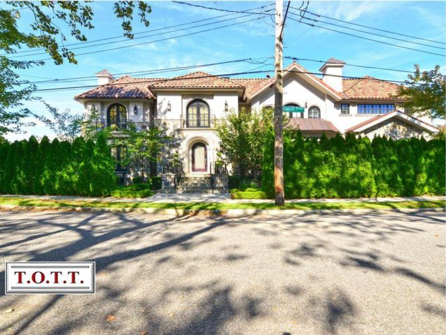7 BR,  7.00 BTH Single family style home in Mill Basin