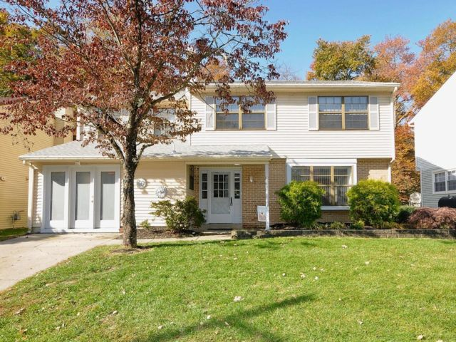 4 BR,  2.50 BTH Colonial style home in Evesham