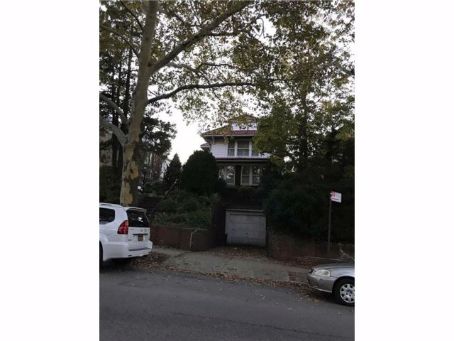 5 BR,  2.00 BTH  Single family style home in Bay Ridge
