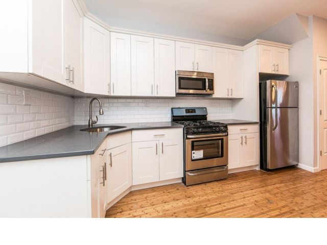 5 BR,  2.00 BTH  style home in Bayswater